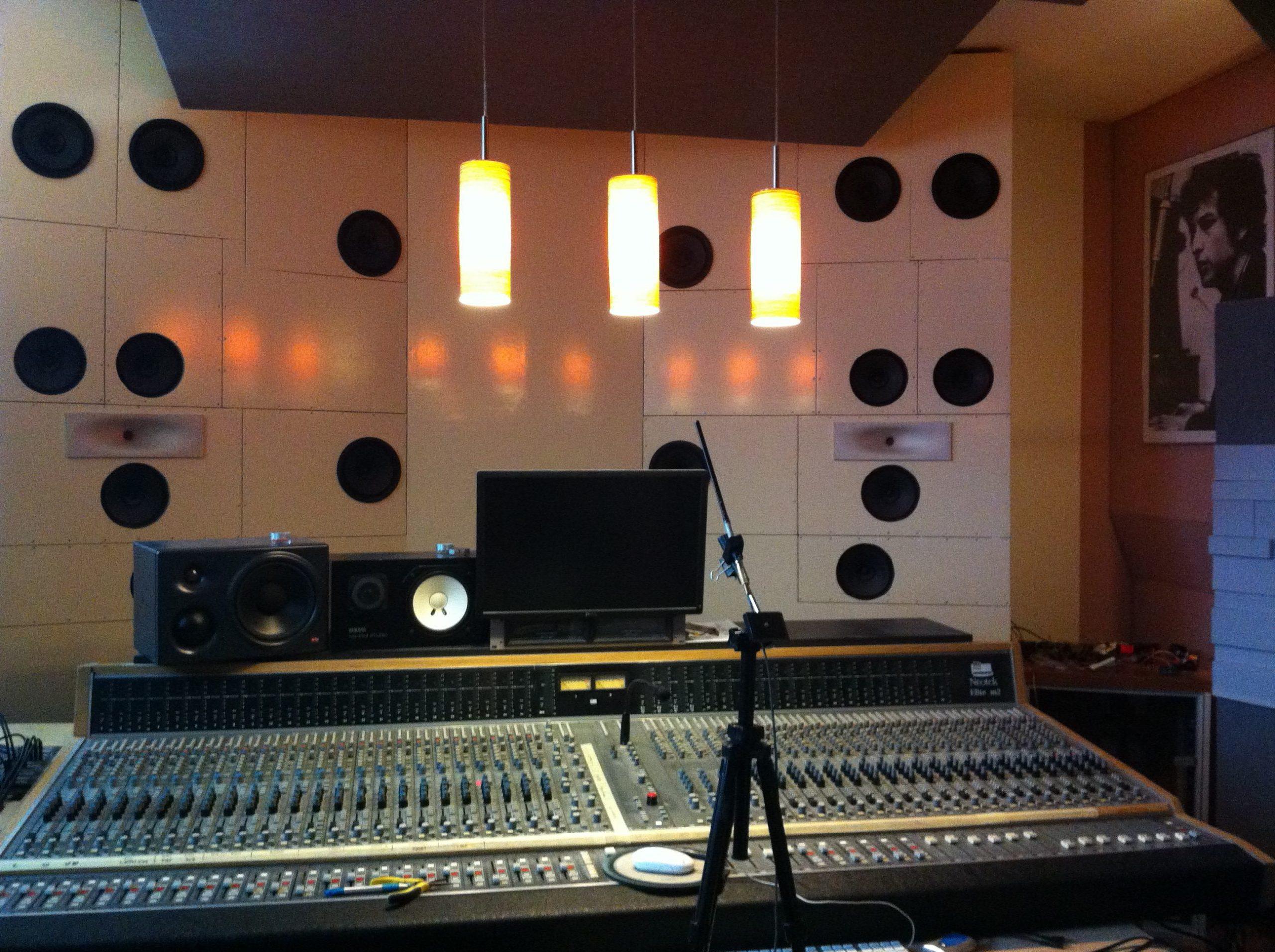 Complex bass array – Plattenwerk.at